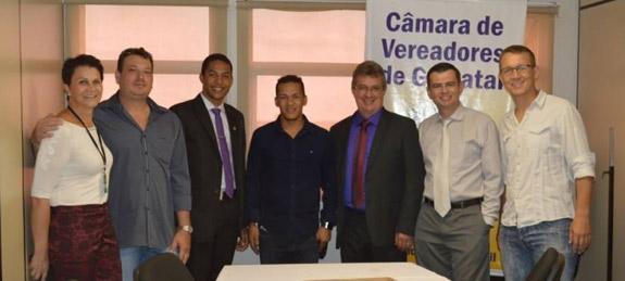 Em destaque, vereador Elton Alves e o presidente da Câmara de Vereadores de Gravataí, Juarez Souza.