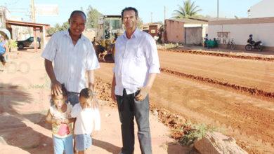Photo of LEM: Ruas estão sendo asfaltadas a pedido do Vereador Deusdete  Vereador Irmão Deusdete